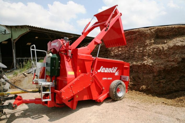The range of silage unloaders with straw blower