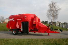 Mixer with straw blower, 2 vertical augers and direct discharge: