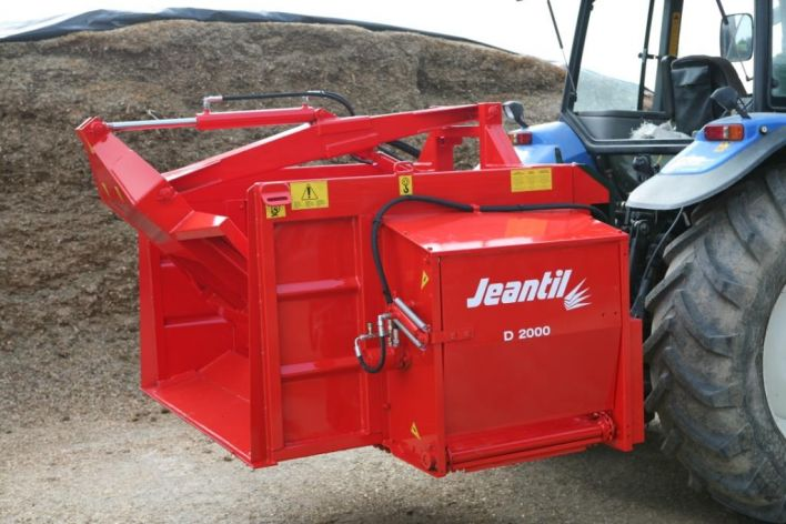 Tractor-mounted silage feeders D 1650 to D 2400